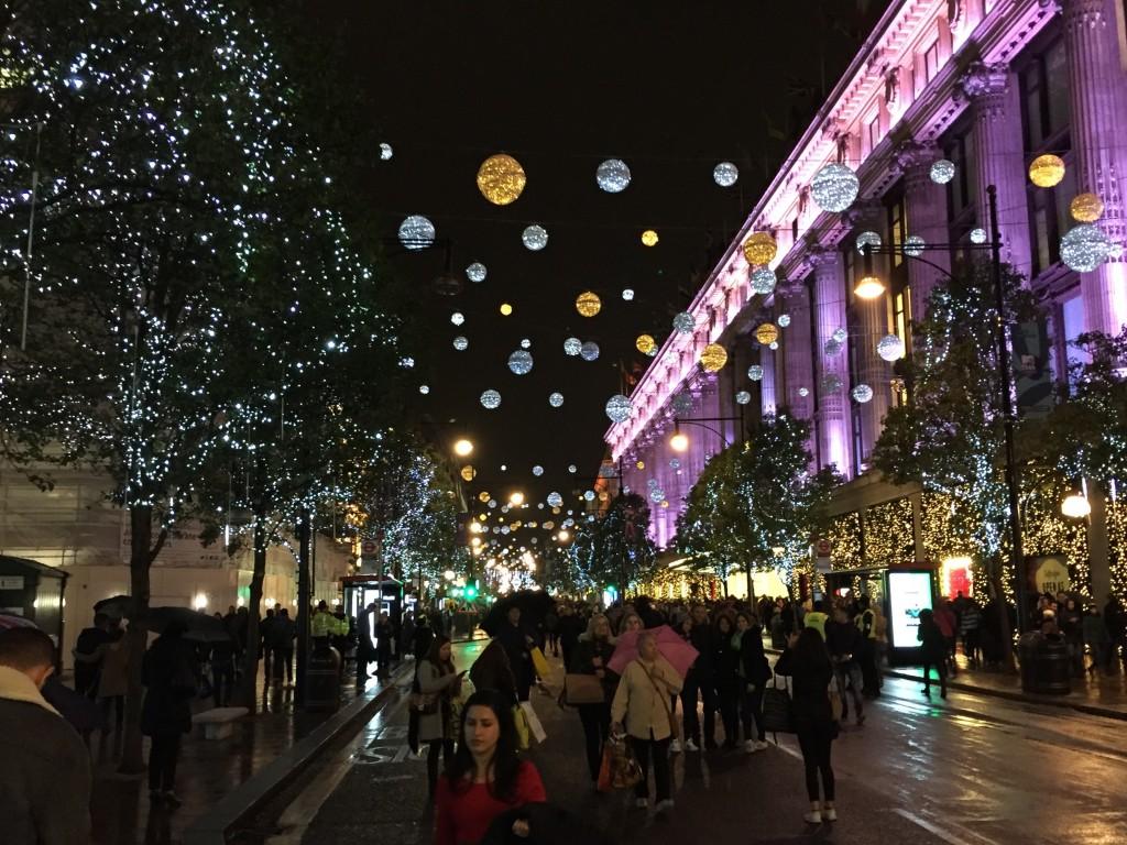 061286331 Al final de esta página podéis encontrar los links a las diferentes  secciones de la guía  luces de Navidad en Londres