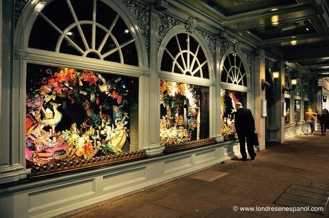9dda4b200 En esta sección tienes toda la información sobre las tiendas y escaparates  navideños en Londres.